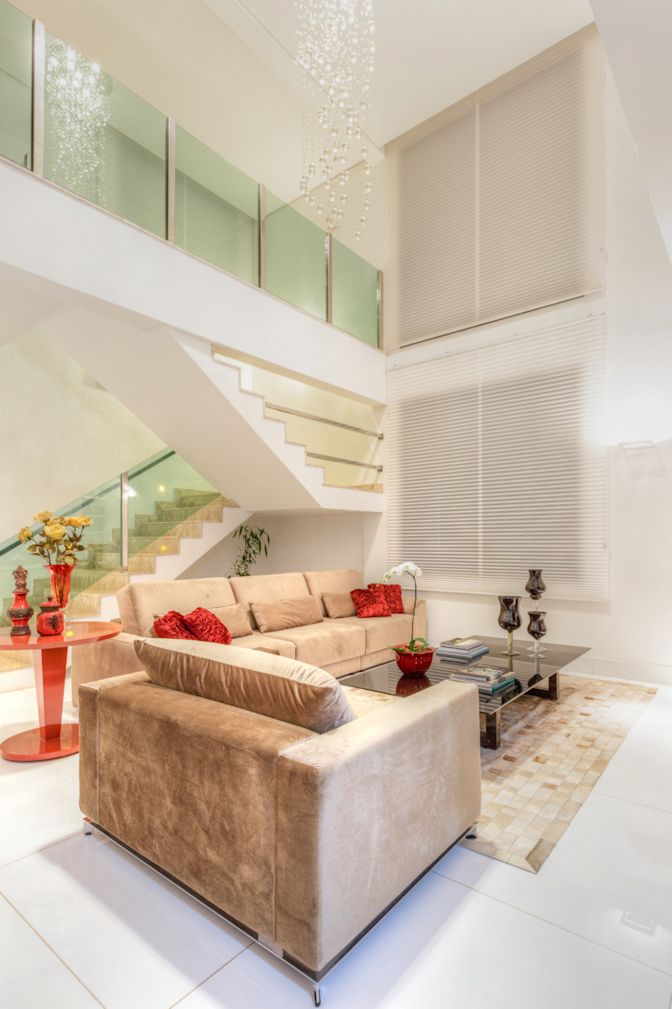 JANAINA NAVES - Design & Arquitetura Eclectic style living room Wood-Plastic Composite Red