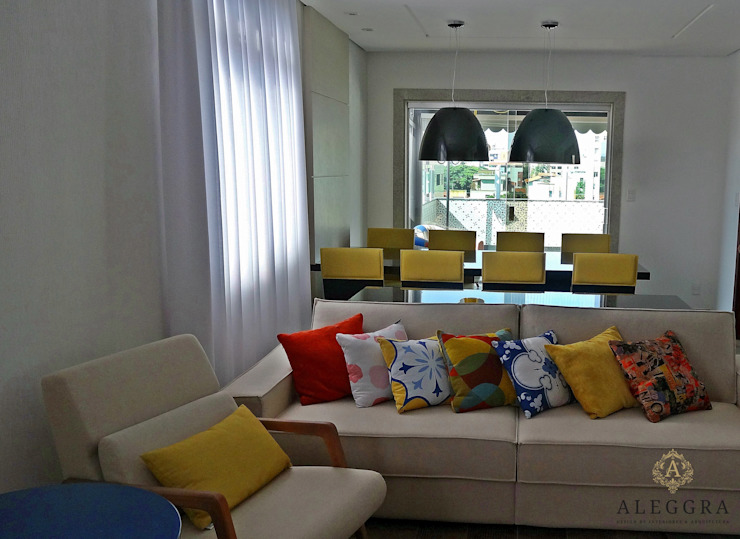 JANAINA NAVES - Design & Arquitetura Eclectic style living room Wood-Plastic Composite Multicolored