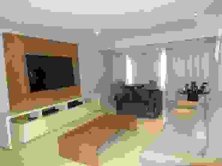 JANAINA NAVES - Design & Arquitetura Eclectic style living room Wood-Plastic Composite Beige
