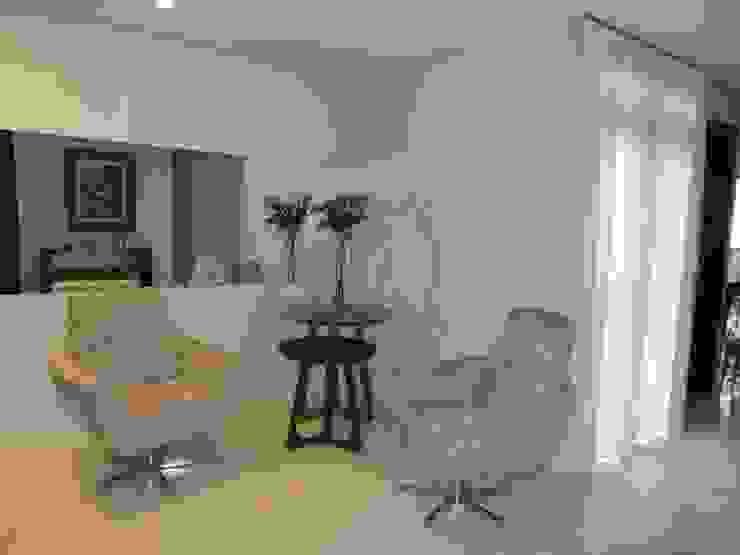 JANAINA NAVES - Design & Arquitetura Classic style living room Wood-Plastic Composite Beige