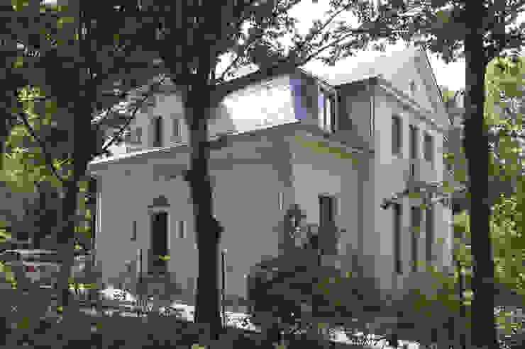 north facade brandt+simon architekten Classic style houses