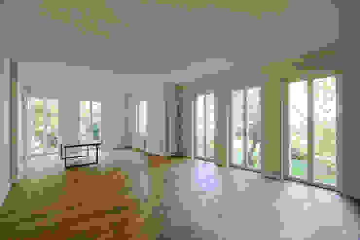 living area brandt+simon architekten Classic style living room