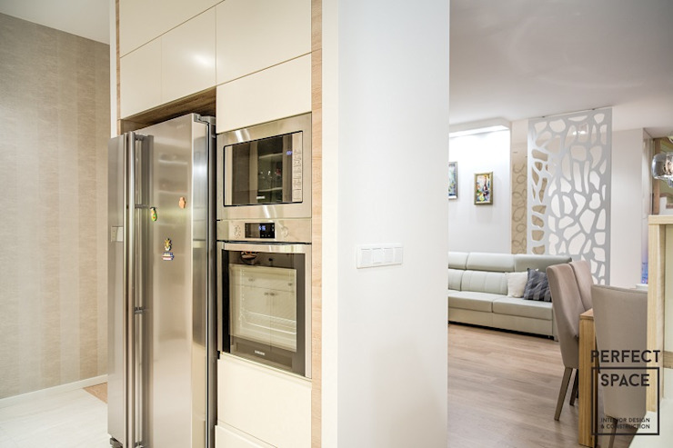 Modern kitchen by Perfect Space Modern