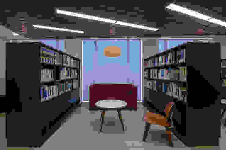 Oficinas Vanguardistas Oficinas y bibliotecas de estilo moderno de Sociedad Constructora Atenas Moderno