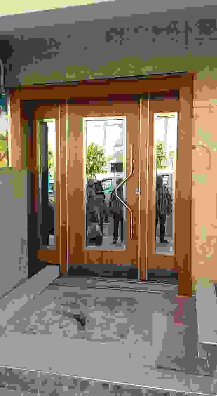 YÖN YAPI – Bina giriş kapisi: modern tarz , Modern