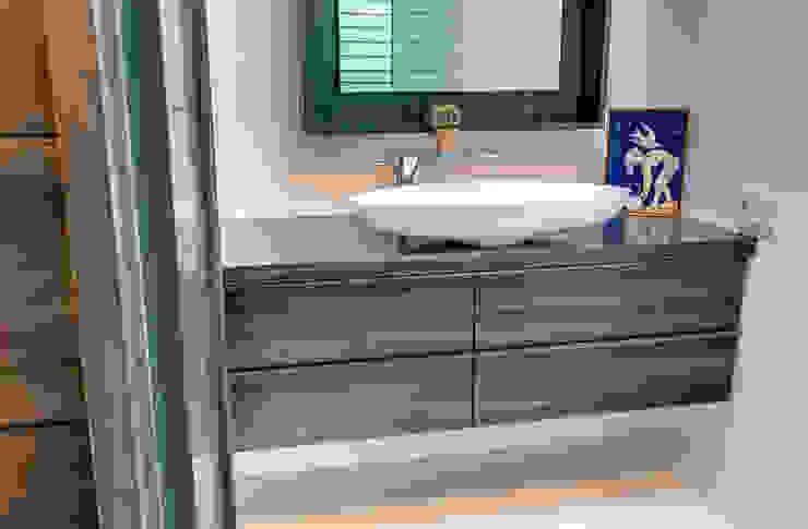 Studio Retreat, New Orleans Minimalist style bathroom by studioWTA Minimalist
