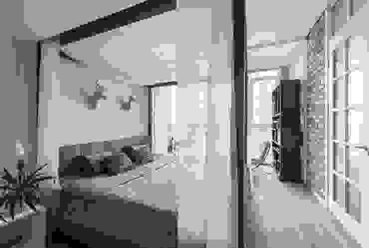 Coconut - романтический лофт Спальня в стиле лофт от Irina Derbeneva Лофт