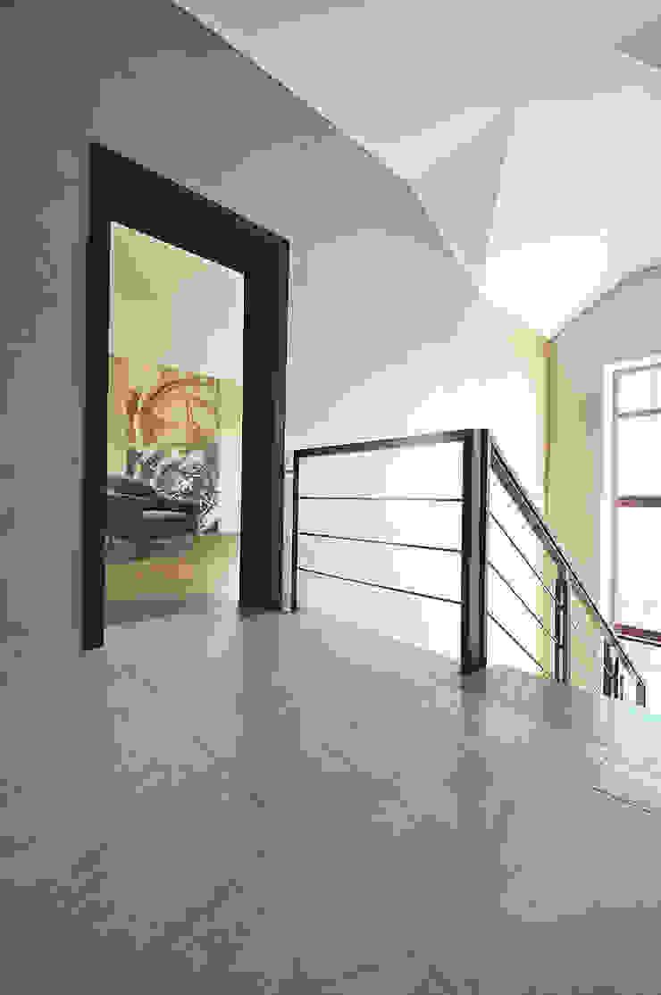 Irina Derbeneva Couloir, entrée, escaliers minimalistes