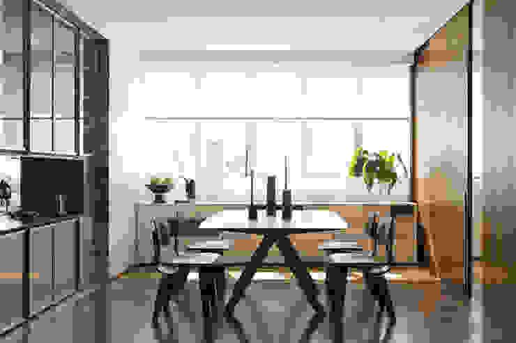 DIEGO REVOLLO ARQUITETURA S/S LTDA. Modern dining room