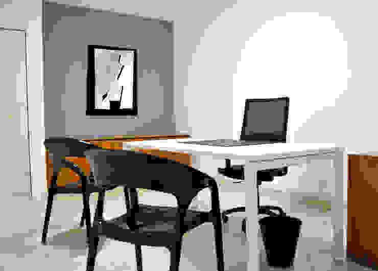 Studio 3 Studio minimalista di AG Interior Design Minimalista