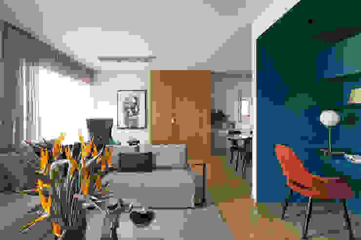 Petroleum Apartment: Salas de estar  por DIEGO REVOLLO ARQUITETURA S/S LTDA.,Moderno