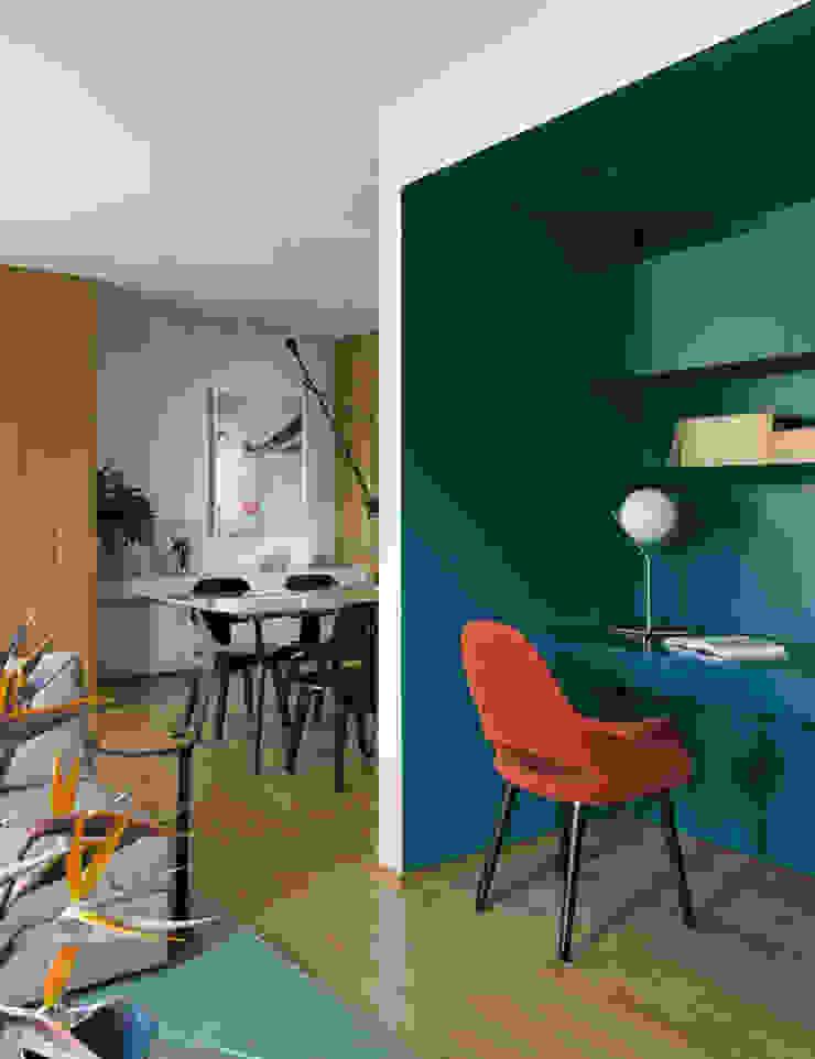 DIEGO REVOLLO ARQUITETURA S/S LTDA. Modern style study/office