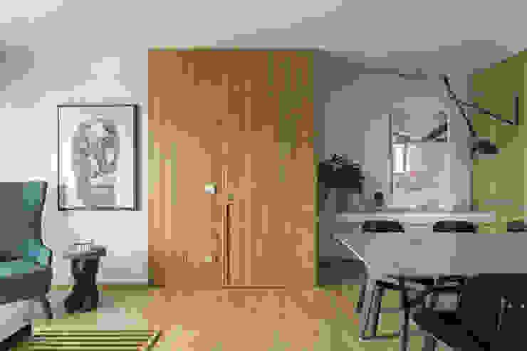 DIEGO REVOLLO ARQUITETURA S/S LTDA. Modern corridor, hallway & stairs