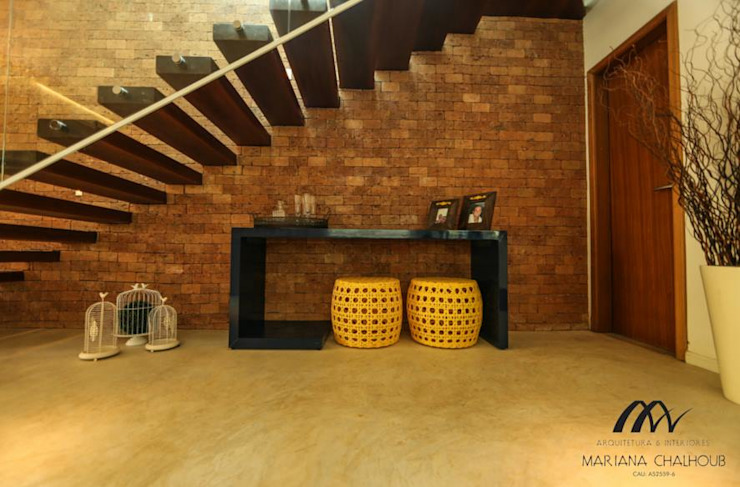 Rustikaler Flur, Diele & Treppenhaus von Mariana Chalhoub Rustikal