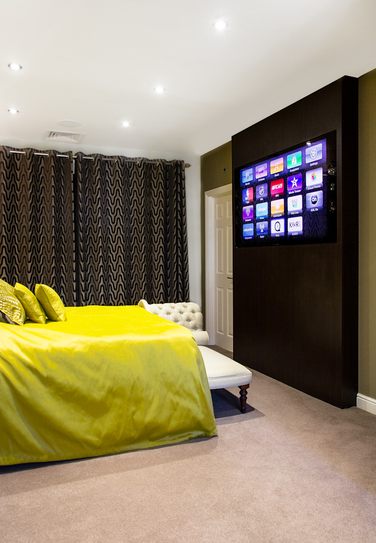Master bedroom Link It Solutions Ltd Camera da letto moderna