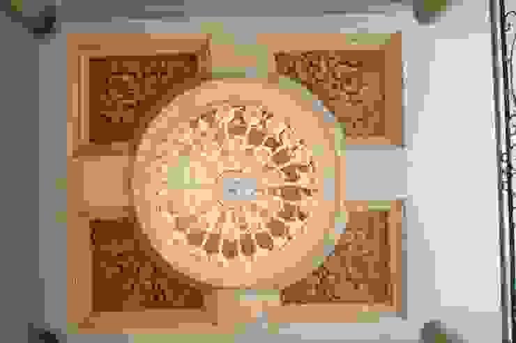 Tru Interiors Klassischer Flur, Diele & Treppenhaus