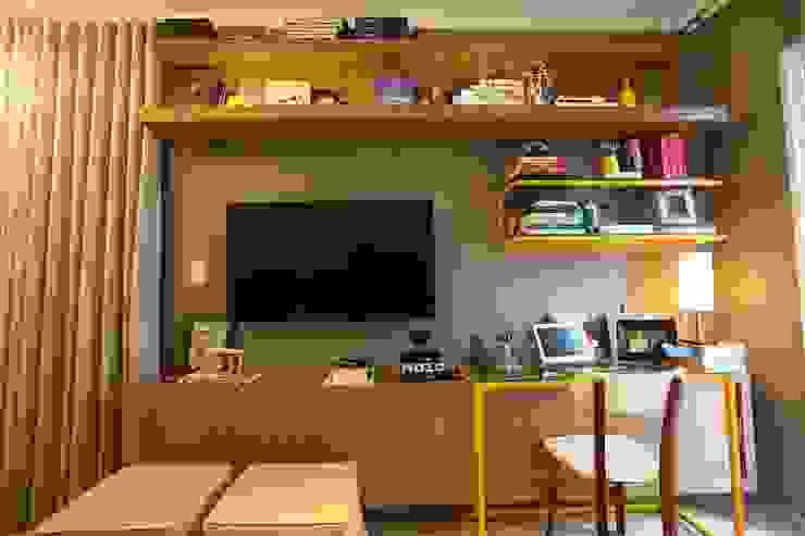 モダンデザインの リビング の MAJÓ Arquitetura de Interiores モダン