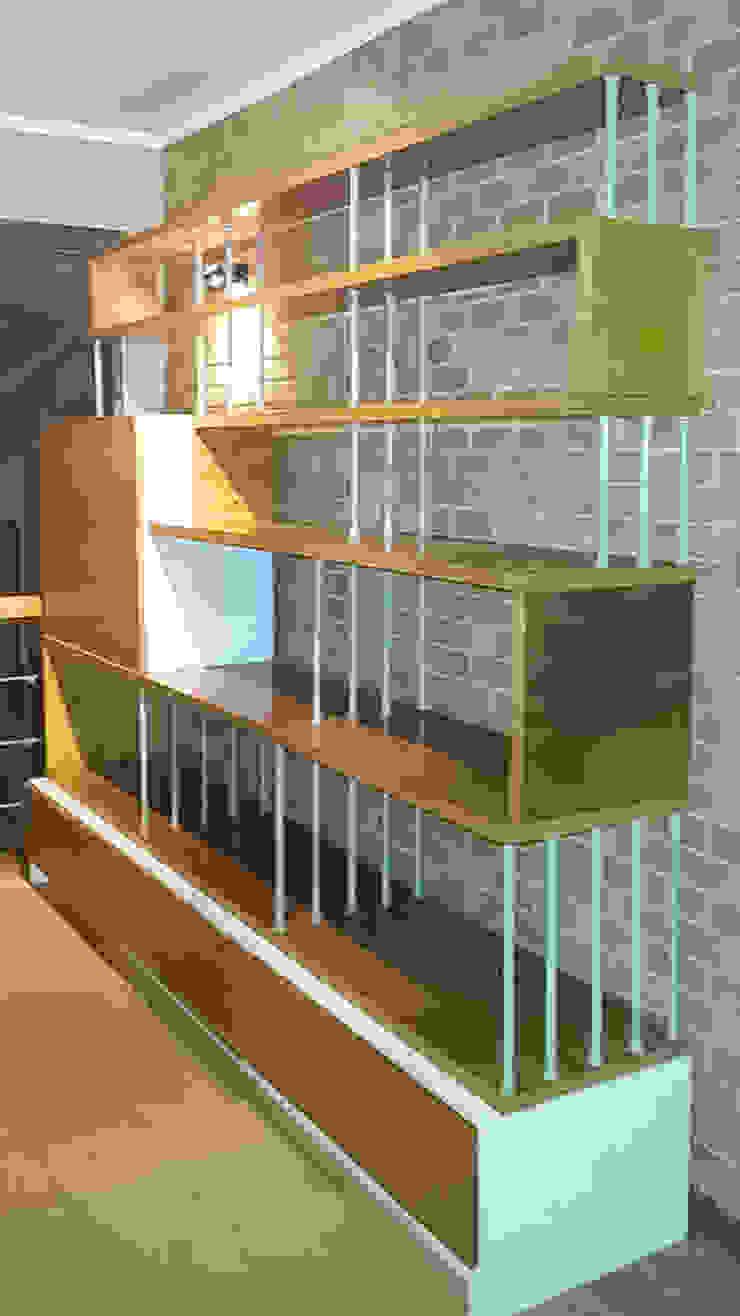 Biblioteca - Bar de Reforma Arquitectura SpA Moderno Madera Acabado en madera