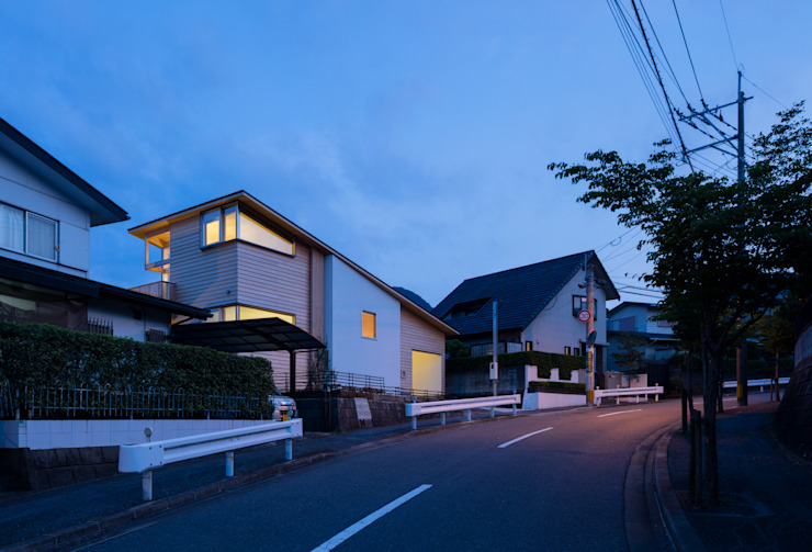 Asian style houses by ろく設計室 Asian