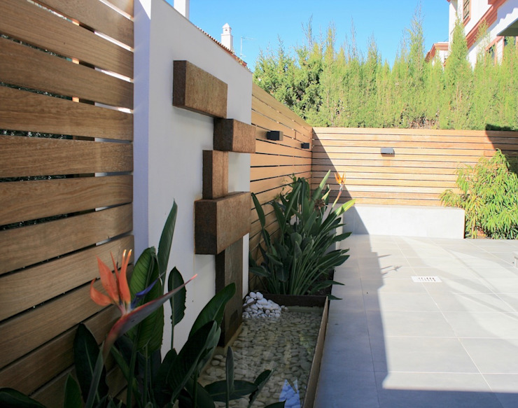 Jardins modernos por Interiorismo Conceptual estudio Moderno