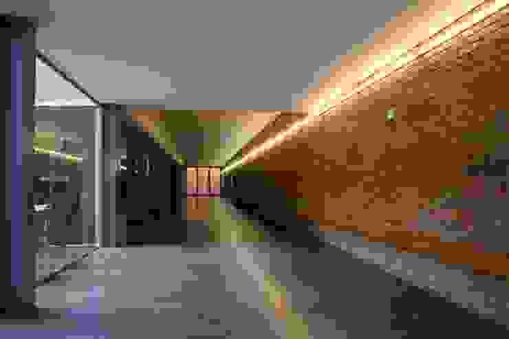Planetário e Centro de Astrofísica do Porto Corredores, halls e escadas modernos por José Soares Arquitecto LDA Moderno