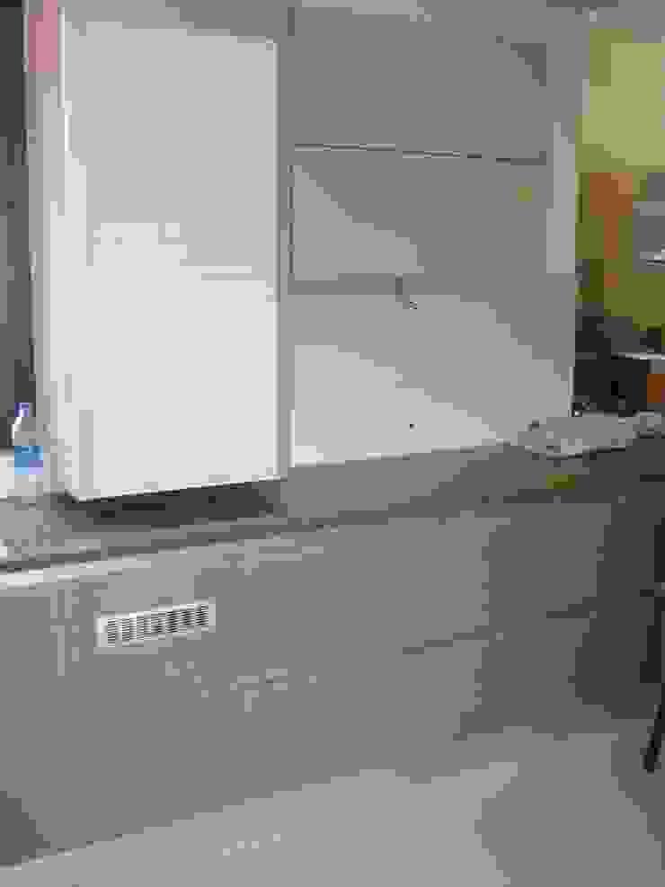 Roller shutter Modern kitchen by elegant kitchens & Interiors Modern Chipboard