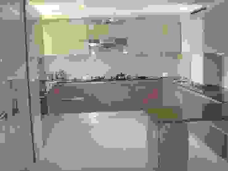 counter Modern kitchen by elegant kitchens & Interiors Modern Chipboard