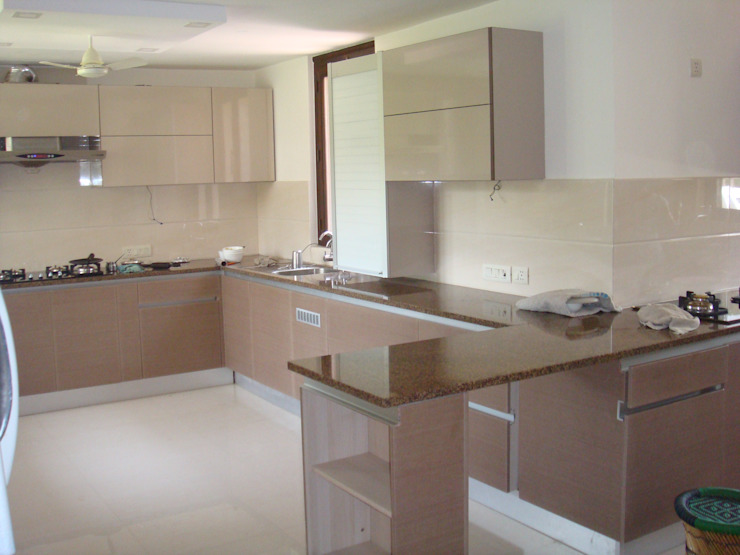 counter elegant kitchens & Interiors Modern kitchen Chipboard Beige
