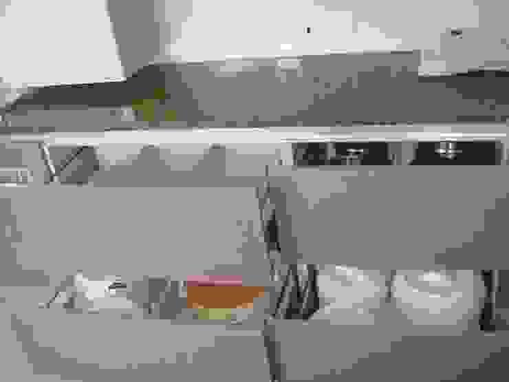 Drawer Modern kitchen by elegant kitchens & Interiors Modern Chipboard