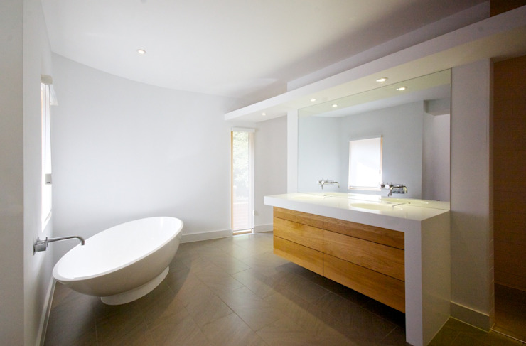 Ombu, Henley on Thames Modern bathroom by Hayward Smart Architects Ltd Modern