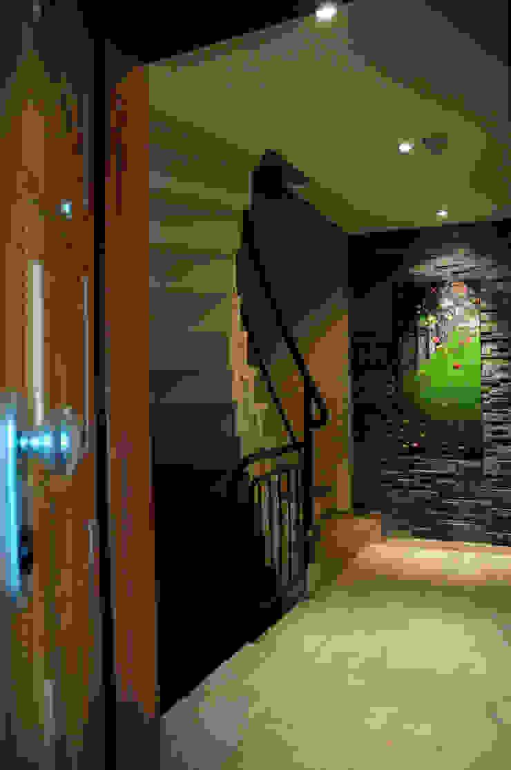 Pasillos, vestíbulos y escaleras modernos de Tasarımca Desıgn Offıce Moderno