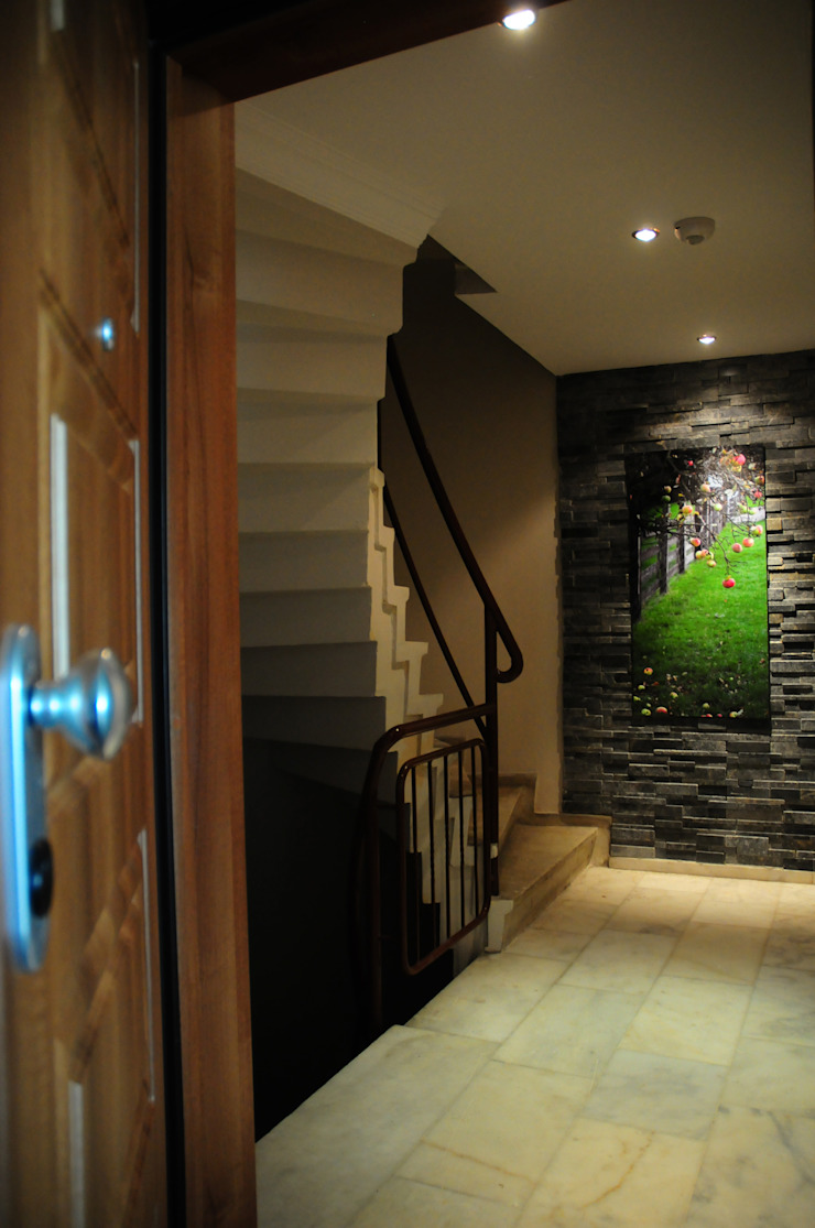 Modern corridor, hallway & stairs by Tasarımca Desıgn Offıce Modern