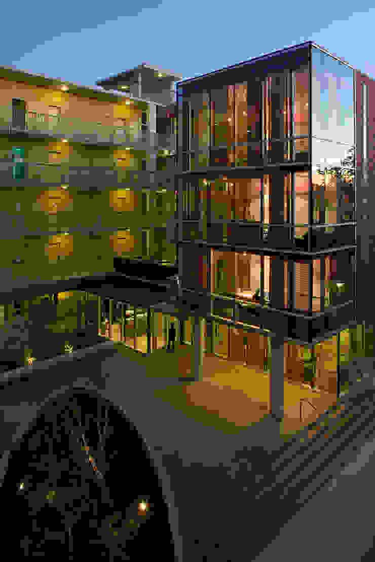 studioWTA Casas de estilo moderno