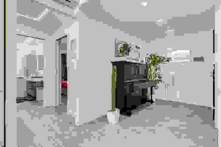 EF_Archidesign Pasillos, vestíbulos y escaleras de estilo moderno