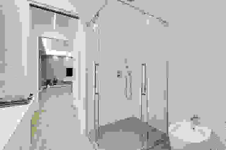 Colleverde_minimal design Bagno moderno di EF_Archidesign Moderno