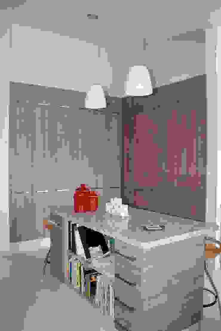 Modern Kitchen by ESTUDIO 5 DISEÑO Y DECORACIÓN Modern