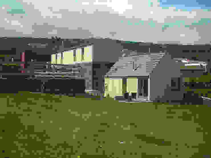 Patio, Agroturismo Casas rústicas por H2Arquitectos Rústico Pedra