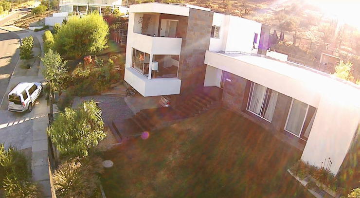 CASA LA RESERVA Casas estilo moderno: ideas, arquitectura e imágenes de ARQUITECTURA VANGUARDIA Moderno Aglomerado