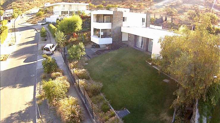 CASA LA RESERVA Casas estilo moderno: ideas, arquitectura e imágenes de ARQUITECTURA VANGUARDIA Moderno Piedra