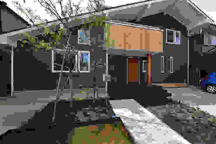 木の家株式会社 Case moderne Legno Grigio