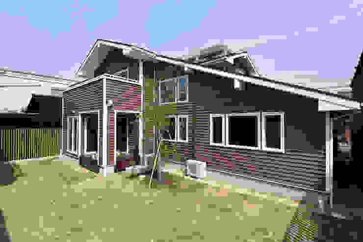 Modern home by 木の家株式会社 Modern Wood Wood effect