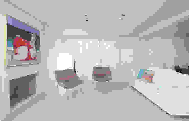 Living com lareira Casas modernas por RAWI Arquitetura + Design Moderno