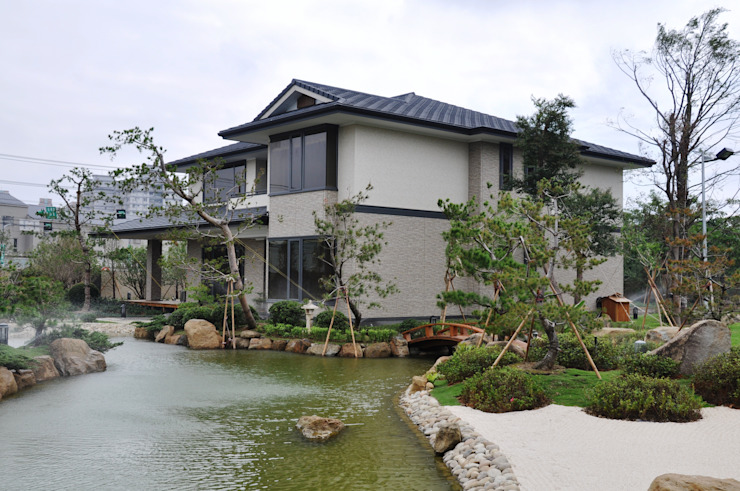 Classic style houses by 翔霖營造有限公司 Classic Wood-Plastic Composite