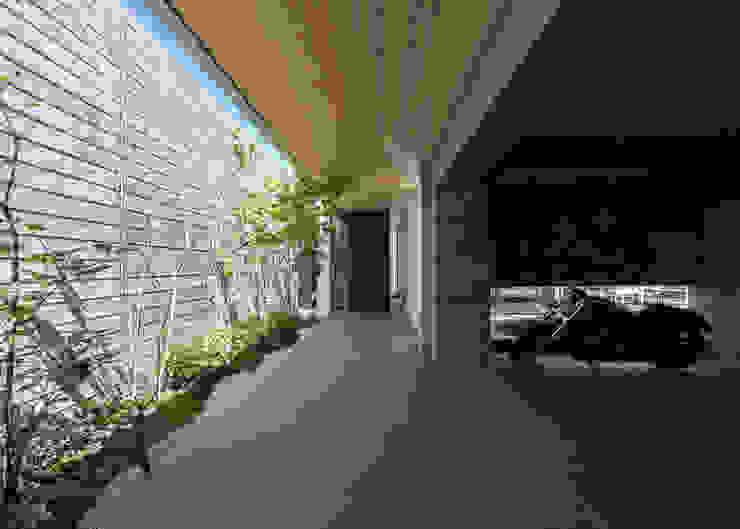 Corredores, halls e escadas minimalistas por Architet6建築事務所 Minimalista Concreto