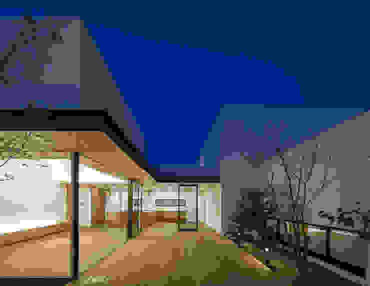 Jardins minimalistas por Architet6建築事務所 Minimalista Madeira Efeito de madeira