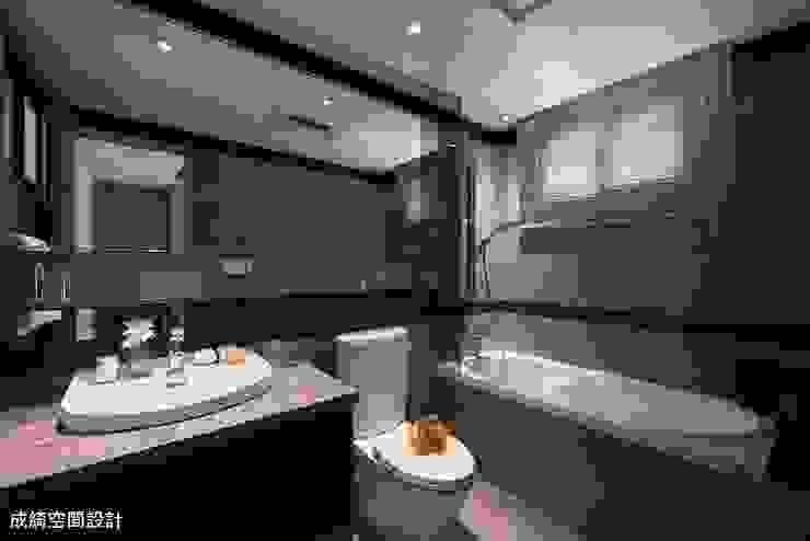 嚴公館 現代浴室設計點子、靈感&圖片 根據 成綺空間設計 現代風