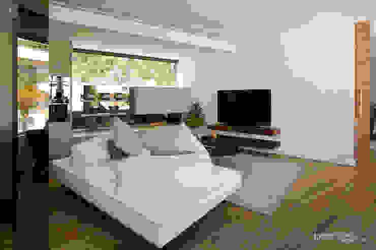 Clifton Apartment: modern  by Make Architects + Interior Studio, Modern