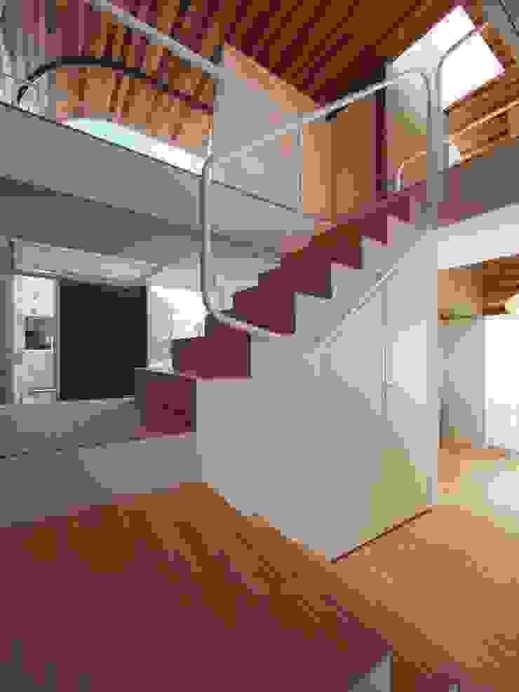 階段 の イシウエヨシヒロ建築設計事務所 YIA モダン 木 木目調