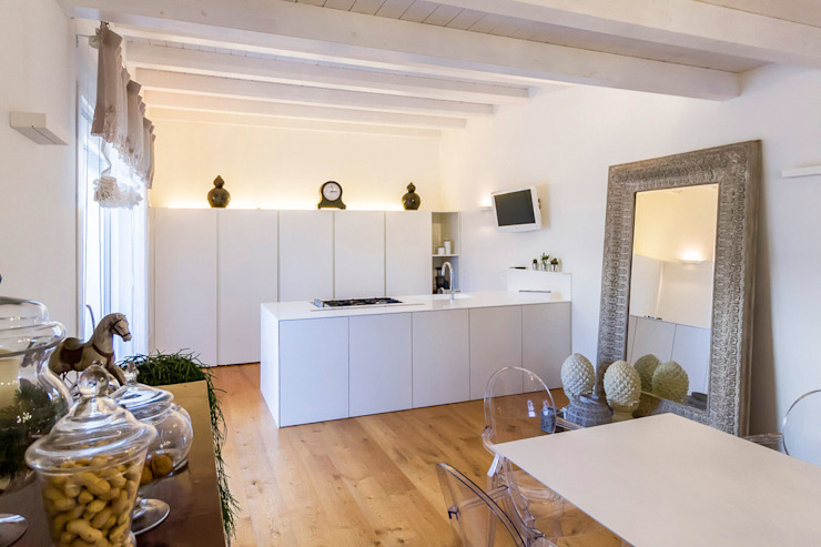 Cocinas minimalistas de casa&stile interior design e ristrutturazioni Minimalista
