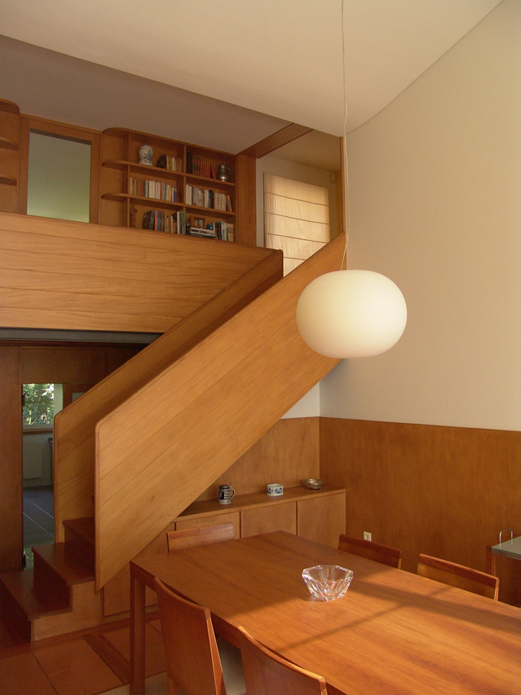 Casa na Praia da Madalena Salas de jantar modernas por José Soares Arquitecto LDA Moderno